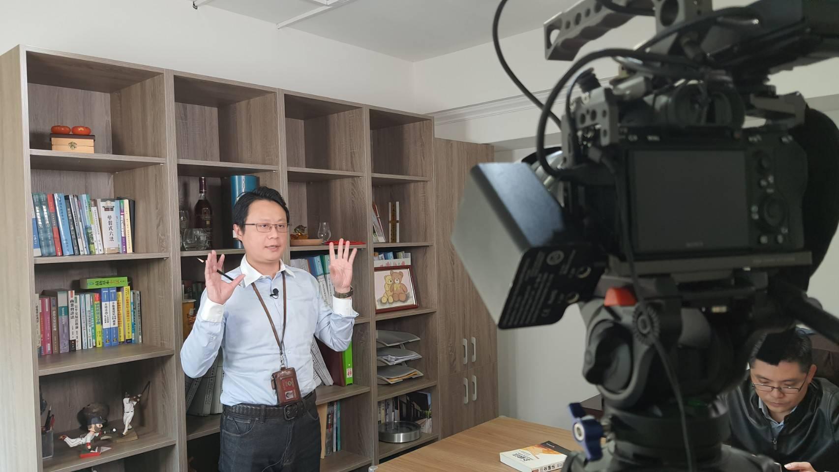 星澤國際-讓世界都看見-電視專訪節目-鼎宇律師事務所-游祈盛與楊含容監督製作