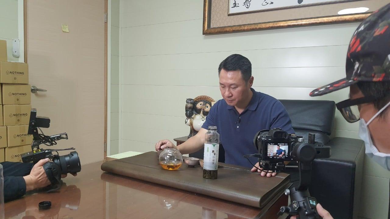 讓世界都看見 電視節目-專訪「無事嚴選冷泡茶」精彩側拍花絮-節目製作單位 星澤國際-游祈盛與楊含容監督製作