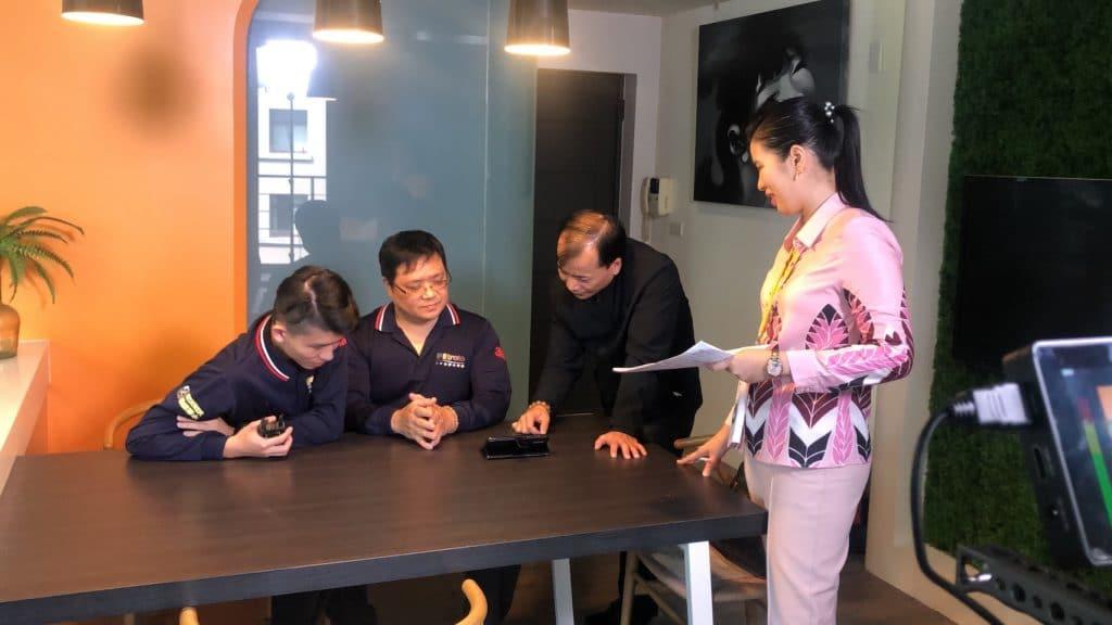 星澤國際-台灣好品牌 電視節目-專訪「偉能淨水」精彩側拍花絮-游祈盛與楊含容監督製作