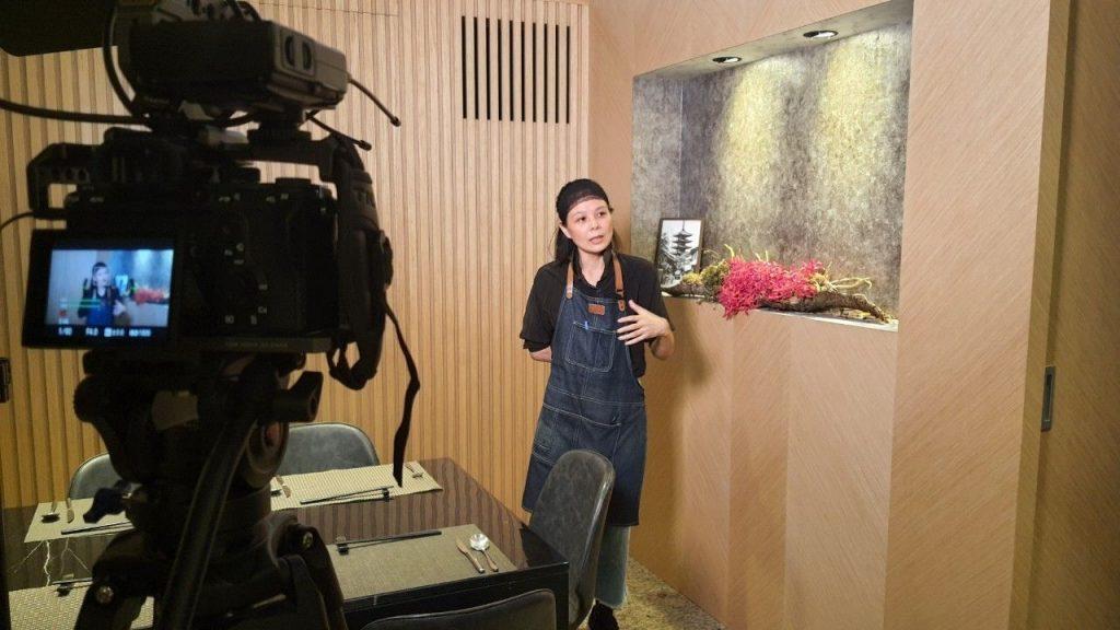 星澤國際-台灣好品牌 電視節目-專訪「大稻鐵板燒」精彩側拍花絮-游祈盛與楊含容監督製作